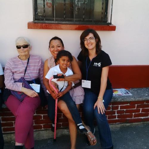 Aurora con la piccola Miriam, la sua madrina americana e Silvia